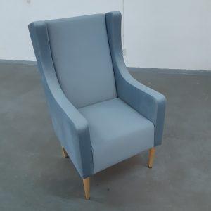 Fotelis su pufu